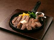 肉のきめが細かく赤身と脂質のバランスが良く、肉自体の風味をご堪能いただけます。脂身が好きな方はもちろん、苦手な方でも美味しくお召し上がりいただけます。お肉の旨味を引き出すレアでご提供。