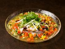 5種類のシャキシャキ旬野菜とたこの歯ごたえが楽しい『新鮮たこのカルパッチョ』