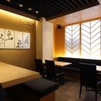 窓際に置かれたテーブル席では、会社での宴会、接待や会食、さらには家族で利用される方も多くおられます。気の張らない仲間同士、美味しい料理と酒で大いに盛り上がりましょう。