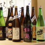 知る人ぞ知る佐賀の『純米吟醸 山田錦 鍋島』、米どころでもある新潟の『八海山』、若き杜氏がつくる「荷札酒」として名を知らしめた加茂錦の『荷札酒』などが揃っています。