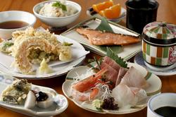 割烹を気軽に楽しんで頂くためのコースです。季節に合わせた旬の食材を活用した割烹料理をご堪能下さい。