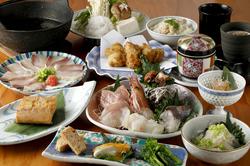 割烹料理を堪能頂けるコースです。季節の厳選した食材工夫を凝らした割烹料理を楽しんで頂けます。