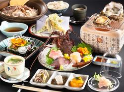 厳選した最高級の旬の食材を活用した、贅沢に割烹料理を楽しんで頂ける最高峰のコース料理です。