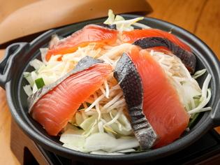 自家製の味噌だれで煮込んだ『鮭のちゃんちゃん焼き』