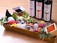 見た目も華やか。十種類の魚介類が味わえる『鮮魚の箱盛り』