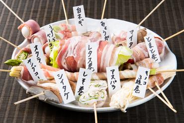 """野菜・肉・きのこなど、多彩な食材を""""最高級備長炭""""で香ばしく焼き上げる『肉巻串焼き』"""