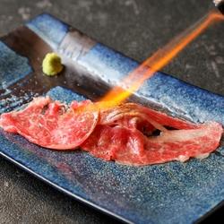 【浜松町駅  居酒屋】おすすめ 肉の寿司、鮮魚盛り合せ、牛タン焼きなどが一気に楽しめる贅沢な宴会プラン
