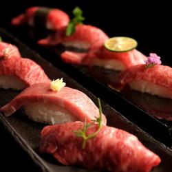 SNSで大注目の炙り肉寿司が食べ放題で堪能できる贅沢コース!