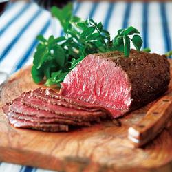 3日間熟成させた大人気の厳選牛ローストビーフは絶品!