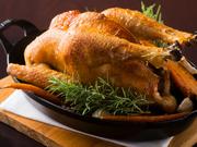 フランス産の鶏肉に似たしっかりとした身質に惹かれ、採用したという青森県産「シャモロック」。表面はパリッと、中はしっとりと焼き上げました。