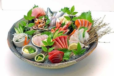 北海道産の新鮮なネタが山盛り5種類、たっぷり堪能できる『贅沢の極み!北海こぼれ寿司』