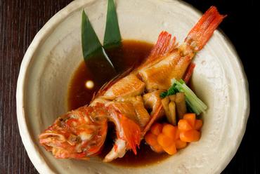 身をふっくらと仕上げる職人技に感動。きんきの繊細な味わいを堪能できる『北海道きんきの煮付け』