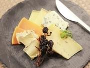 世界各国のオーガニックチーズを取り扱う専門店の本格チーズたち。自然派ワインと是非ご賞味あれ!