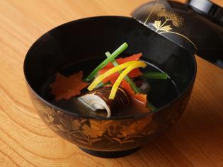 旨みが凝縮した出汁、季節の彩りと風味で織りなす『お椀』