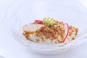 ハーブやフルーツの隠し味と、クランブルの食感が楽しい『金のフロマージュブラン、塩のクランブル』