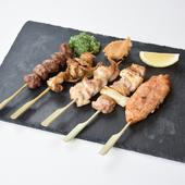 さまざまな部位が食べられる『串焼き5本盛』