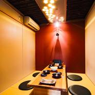 個室にあるのは居心地の良さ。温もりと落ち着きを大切にした空間がつくられています。全ては青野氏の「お客様にとって何をすれば過ごしやすくなるのか?」の考えによります。