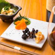 専門の業者に青野氏自ら買い付けに行くほど、「チーズ」にもこだわりを持っています。『焼き鳥』の邪魔をせず、ワインや日本酒にも合うような「チーズ」を揃え、箸休めや嗜好を変える手段としても楽しめます。