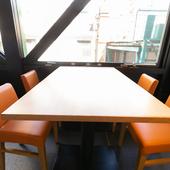 テーブル席は10名さままで、貸切も歓迎