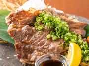 「コーネ」とは、広島で親しまれる牛のスネから脇にかけての部位。口どけ食感にこだわった雌牛「峠下牛」を使用。ポン酢でさっぷりといただけます。広島が誇る美食のクオリティを実感できるひと品。