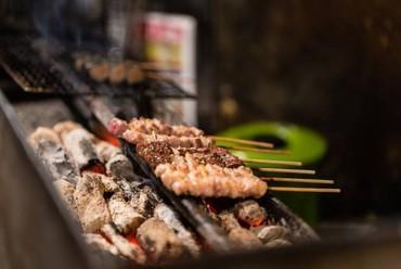 炭火で『焼き鳥』×日本酒を