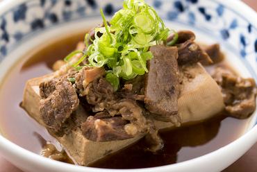 一口食べるとホッとする一皿『牛筋煮込み豆腐』