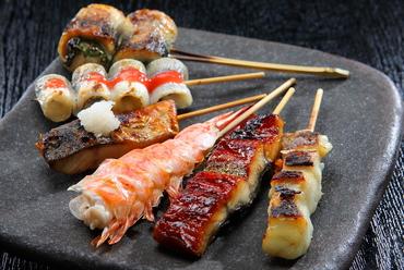 """これぞ""""よろず串""""! 四季折々の鮮魚や野菜が旨い『串各種』"""