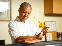 料理人修業の原点、寿司を握る姿に店主としての矜持が