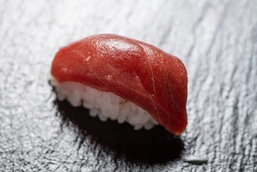 口の中でとろける。こだわりの『本鮪寿司』