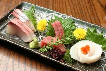 鮮度抜群! その日におすすめの鮮魚を味わえる『お刺身盛り合わせ』