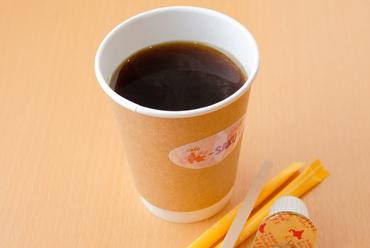 焙煎の回数を増やすことで新鮮さをキープ、苦味を抑えた香り華やかな『コーヒー』(HOT/ICE)