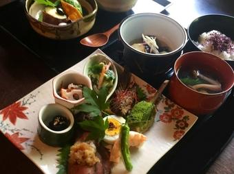 色々と少しずつ味わいたい方に彩り豊かな季節のお料理で京都を感じていただけます。