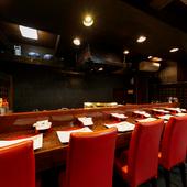 接待などの会食に理想的な、洗練されたモダンな空間