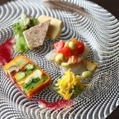 季節の本格料理が集う皿を気軽に味わえる『前菜の盛り合わせ』