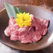 ハラミは他の肉に比べ柔らかく脂肪も豊富で濃い味! といった理由で皆様に愛される人気の牛肉です。