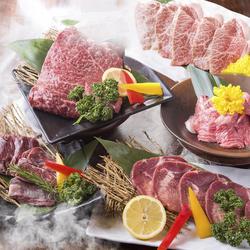 旬野菜を使ったおつまみをはじめ、厳選牛・豚・ホルモンなど全43品で構成されたコース。