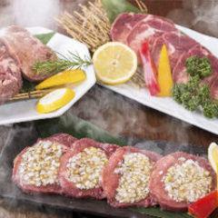 旬野菜を使ったおつまみをはじめ、特選ロースや上ミノなど全13品で構成されたコース