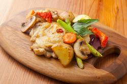 メインのサーロインだけでなく、パスタにもピザにも、様々な肉を盛り込んだ内容となっております!
