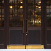 重厚感のある扉をくぐれば広がる、香港式飲茶を楽しめる空間