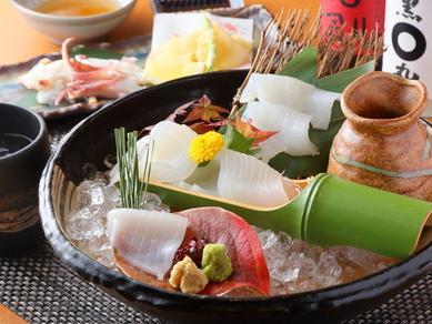 漁港から直送された美味しい烏賊を、様々な料理にアレンジ。甘みと食感が絶妙な『呼子の鳥賊づくし』