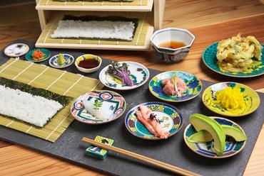 日本の食文化、細巻き寿司を手軽に体験できる 『6皿+天ぷら』