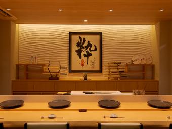 旬の味覚と旨い酒で時間を忘れてくつろげる、金沢駅近の鮨処