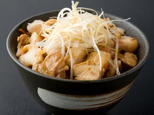 鶏チャーシューと豚チャーシューをふんだんに使った『チャーシュー丼』