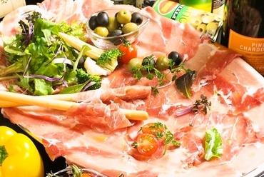 贅沢な味わいを、厚切りやしゃぶしゃぶで楽しめる『牛タン料理』