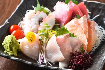 旬の魚介ならではの美味しさ『刺身盛り合わせ5種』