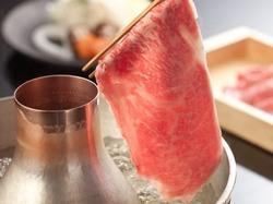 厳選した黒毛和牛はとろける様な味わい。今宵はその黒毛和牛を『しゃぶしゃぶ』でお召し上がり下さい。