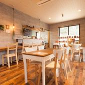 一般の方のカフェ利用も大歓迎の、お洒落なくつろぎ空間