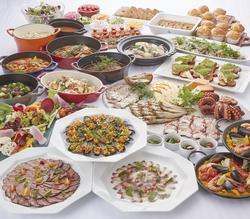 選べるメイン料理&ブッフェコーナー。