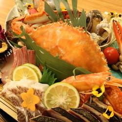 高知の郷土料理をやまのや流にアレンジして皿鉢形式でお出しします!ボリューム満点の満足頂けるコースです