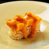 二つの食材が織りなす絶妙なハーモニー『雲丹とこのわたのお寿司』